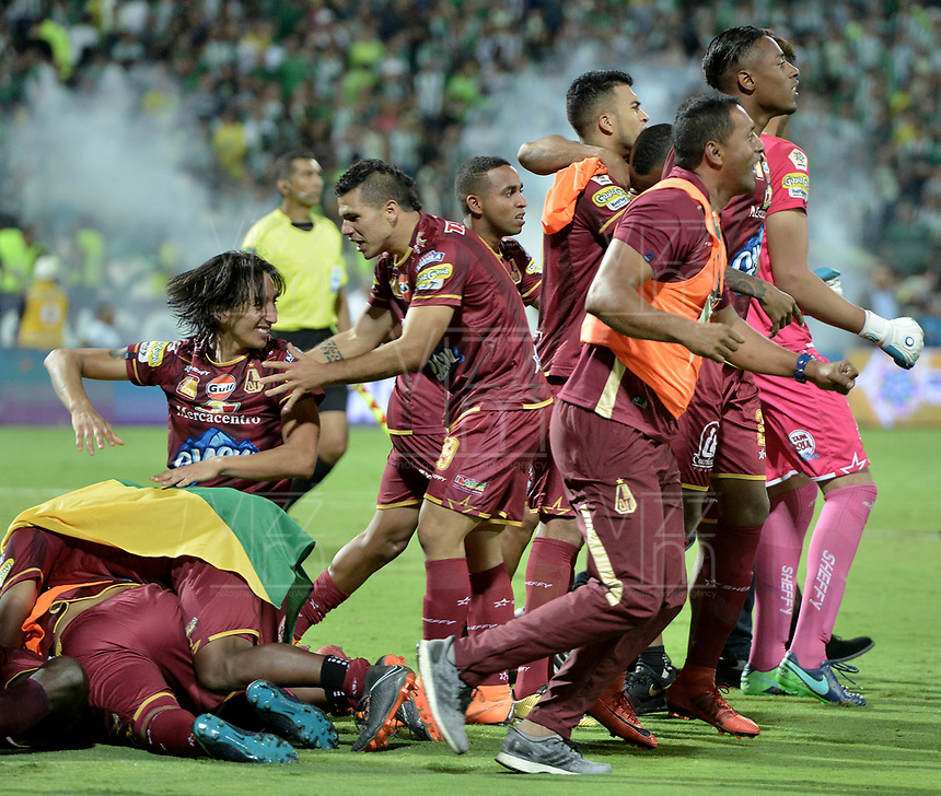 MEDELLÍN -COLOMBIA - 09-06-2018: Atlético Nacional y Deportes Tolima durante partido de vuelta por la final de la Liga Águila I 2018 jugado en el estadio Atanasio Girardot de la ciudad de Medellín. / Atletico Nacional and Deportes Tolima during second leg match for the final of the Aguila League I 2018 at Atanasio Girardot stadium in Medellin city. Photo: VizzorImage / Gabriel Aponte / Staff