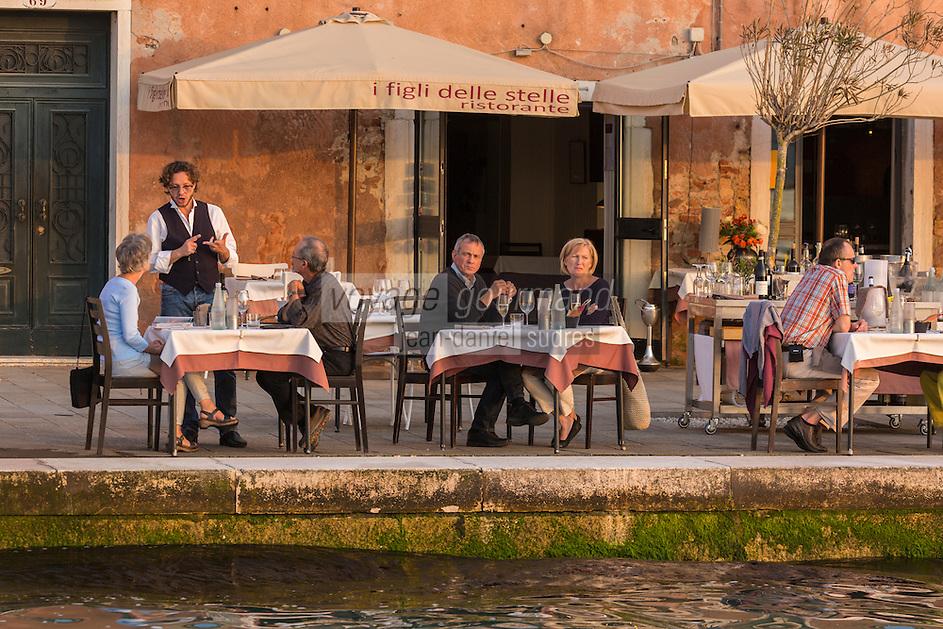 Italie, Vénétie, Venise:   Terrasse du restaurant: i figli delle stelle sur le canal de la Giudecca, Giudecca - Zitelle 70/71 // Italy, Veneto, Venice: