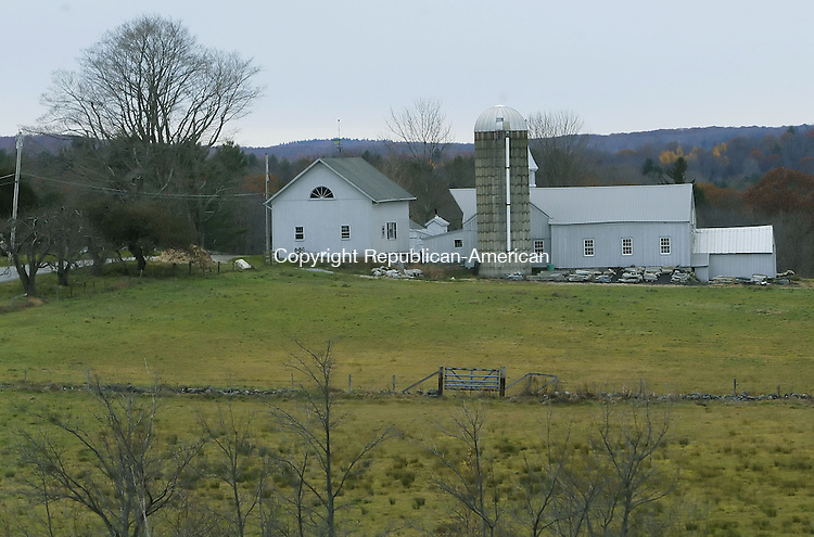 LITCHFIELD, CT, 11/17/07- 111707BZ04- The barn across the street from the Theodore Caitlin House located at 67 Litwin Rd. in Litchfield. <br /> Jamison C. Bazinet Republican-American