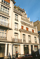 Henri Sauvage: 26 Rue Vavin, Paris 1912-14. Step-back apartments. Photo '90.