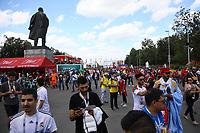 Fans auf dem Weg ins Stadion an der Lenin-Statue auf dem Vorplatz - 20.06.2018: Portugal vs. Marokko, Gruppe B, 2. Spieltag, Luschniki Stadion Moskau