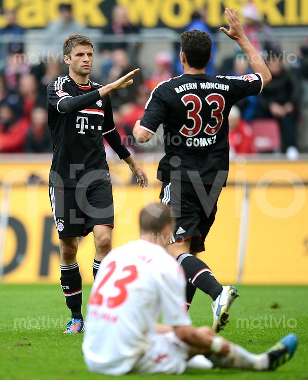 FUSSBALL   1. BUNDESLIGA  SAISON 2011/2012   34. Spieltag 1. FC Koeln - FC Bayern Muenchen        05.05.2012 Jubel nach dem Tor zum 0:1 Thomas Mueller (li.) mit Mario Gomez (FC Bayern Muenchen)