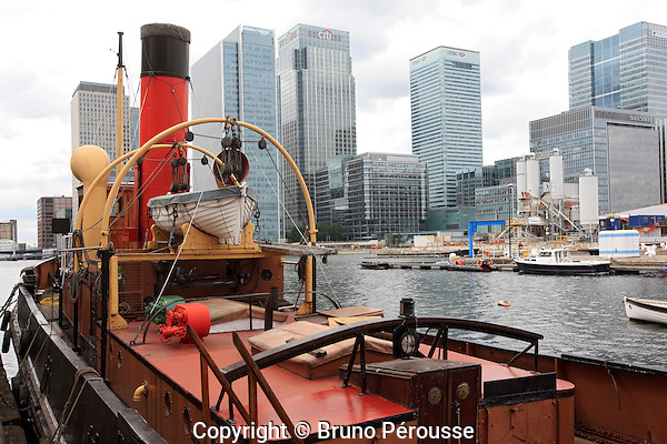 Royaume Uni, Grande Bretagne, Angleterre, Londres, Docklands, quartier d'affaires de Canary Wharf, remorqueur à vapeur Portwey//United Kingdom, Great Britain, England, London, Docklands, Canary Wharf financial district, steam tug Portwey