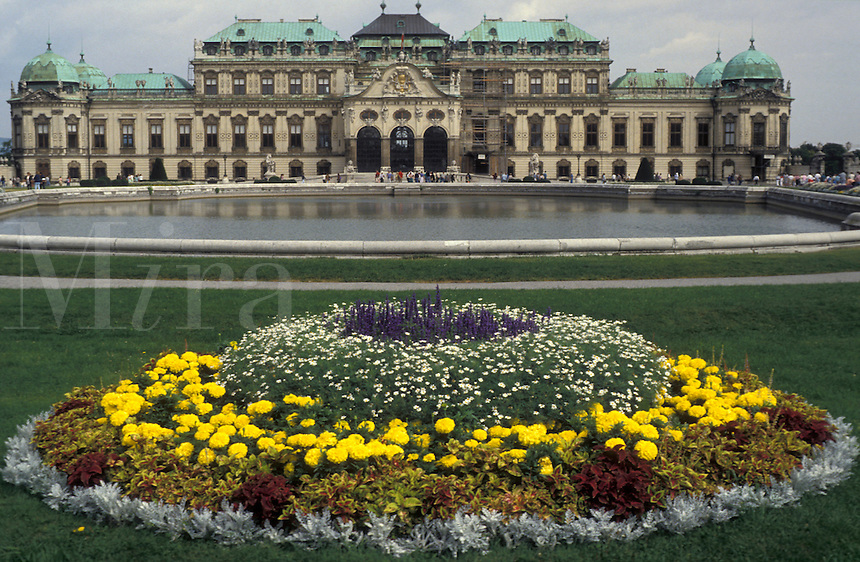 AJ2160, Vienna, Austria, Europe, Flowers decorate the lawn of the Opper Bevedere Palace in Vienna.