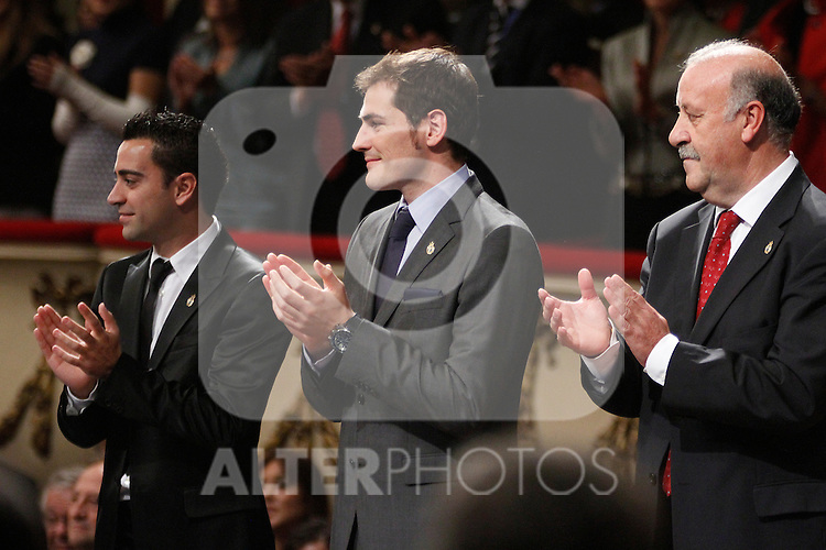 OVIEDO, Spain (22/10/2010).-  Prince of Asturias Awards 2010 Ceremony. Xavi Hernandez, Iker Casillas and Vicente del Bosque...Photo: POOL / Robert Smith  / ALFAQUI