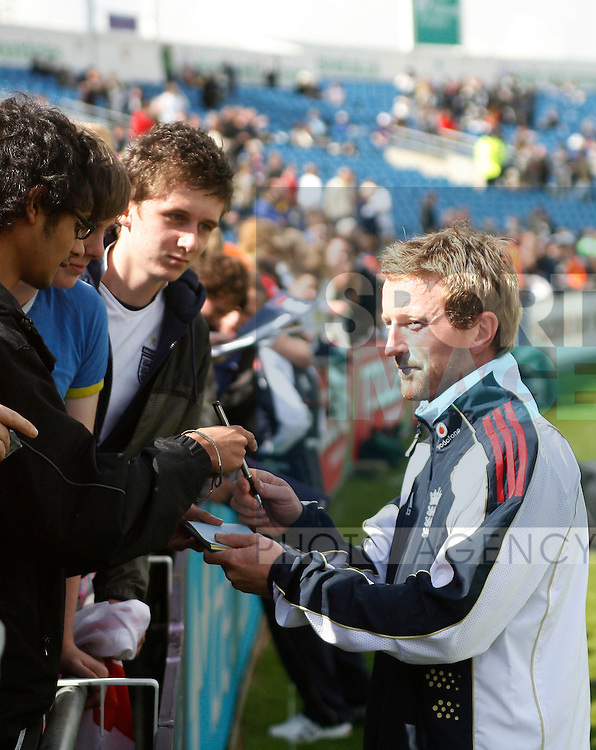 England cricket Paul Collingwood signs fans autographs