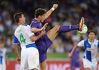 FUSSBALL   INTERNATIONAL   UEFA EUROPA LEAGUE   SAISON 2013/2014    Qualifikation Grasshopper Club Zuerich - AC Florenz      22.08.2013 Mario Gomez (re, AC Florenz) gegen Milan Vilotic (Grasshopper)