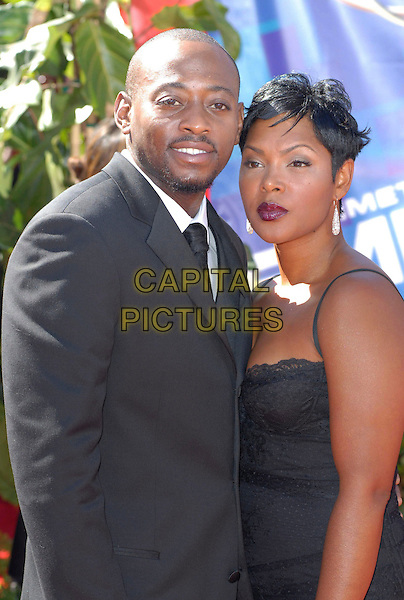 OMAR EPPS & KEISHA (WIFE).58th Annual Primetime Emmy Awards held at the Shrine Auditorium, Los Angeles, California, USA..August 27th, 2006.Ref: ADM/CH.half length black suit jacket husband married.www.capitalpictures.com.sales@capitalpictures.com.©Charles Harris/AdMedia/Capital Pictures.