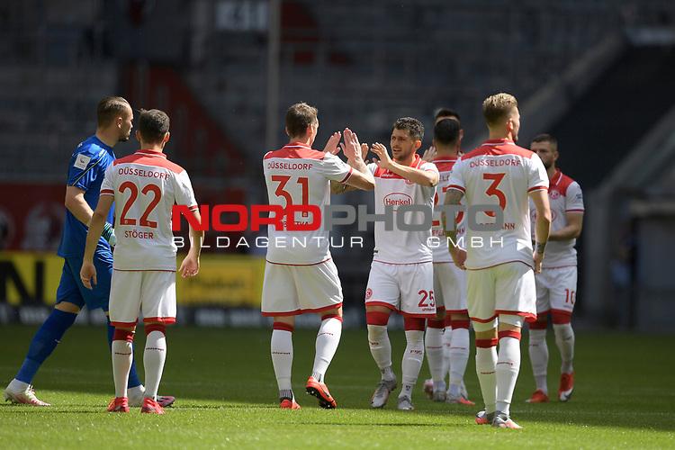 Teamfoto,Team,Mannschaft,Mannschaftsfoto-Duesseldorfer Spieler vor Anpfiff.<br /><br />Fussball 1. Bundesliga, 33.Spieltag, Fortuna Duesseldorf (D) -  FC Augsburg (A), am 20.06.2020 in Duesseldorf/ Deutschland. <br /><br />Foto: AnkeWaelischmiller/Sven Simon/ Pool/ via Meuter/Nordphoto<br /><br /># Editorial use only #<br /># DFL regulations prohibit any use of photographs as image sequences and/or quasi-video #<br /># National and international news- agencies out #