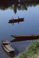 Europe/France/Centre/Indre-et-Loire/Vallée de la Loire/Chinon : Pêcheurs sur la Vienne