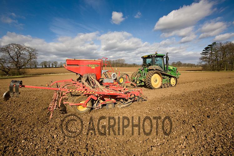 11.3.2011 Drilling Spring Barley In Lincolnshire.©Tim Scrivener/agriphoto.com 07850 303986.