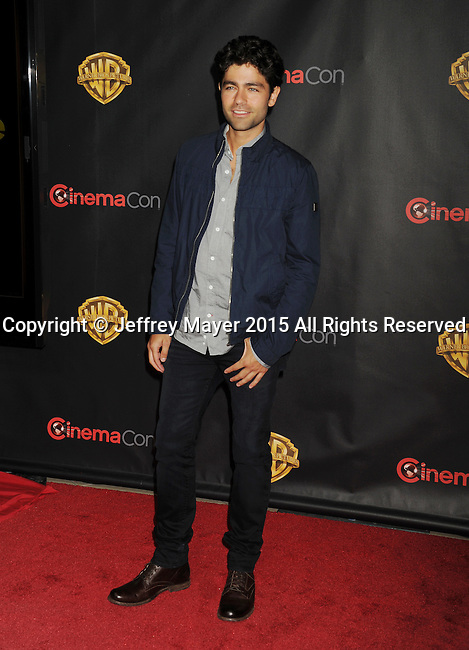 LAS VEGAS, CA - APRIL 21: Actor Adrian Grenier arrives at Warner Bros. Pictures Invites You to ?The Big Picture at The Colosseum at Caesars Palace during CinemaCon, the official convention of the National Association of Theatre Owners, on April 21, 2015 in Las Vegas, Nevada.