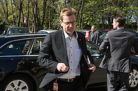 Pressekonferenz nach BER-Aufsichtsratssitzung am Freitag den 22. April 2016.<br /> Nach Aussagen vom Regierenden Buergermeister Michael Mueller und dem BER-Aufsichtsratsvorsitzendem Karsten Muehlenfeld soll nach mehrjaehriger Verzoegerung die Bauphase des Flughafens im Jahr 2016 abgeschlossen werden und der Flugbetrieb im Jahr 2017 aufgenommen werden. Wann genau wurde jedoch nicht gesagt.<br /> Im Bild: Karsten Muehlenfeld.<br /> 22.4.2016, Berlin<br /> Copyright: Christian-Ditsch.de<br /> [Inhaltsveraendernde Manipulation des Fotos nur nach ausdruecklicher Genehmigung des Fotografen. Vereinbarungen ueber Abtretung von Persoenlichkeitsrechten/Model Release der abgebildeten Person/Personen liegen nicht vor. NO MODEL RELEASE! Nur fuer Redaktionelle Zwecke. Don't publish without copyright Christian-Ditsch.de, Veroeffentlichung nur mit Fotografennennung, sowie gegen Honorar, MwSt. und Beleg. Konto: I N G - D i B a, IBAN DE58500105175400192269, BIC INGDDEFFXXX, Kontakt: post@christian-ditsch.de<br /> Bei der Bearbeitung der Dateiinformationen darf die Urheberkennzeichnung in den EXIF- und  IPTC-Daten nicht entfernt werden, diese sind in digitalen Medien nach §95c UrhG rechtlich geschuetzt. Der Urhebervermerk wird gemaess §13 UrhG verlangt.]