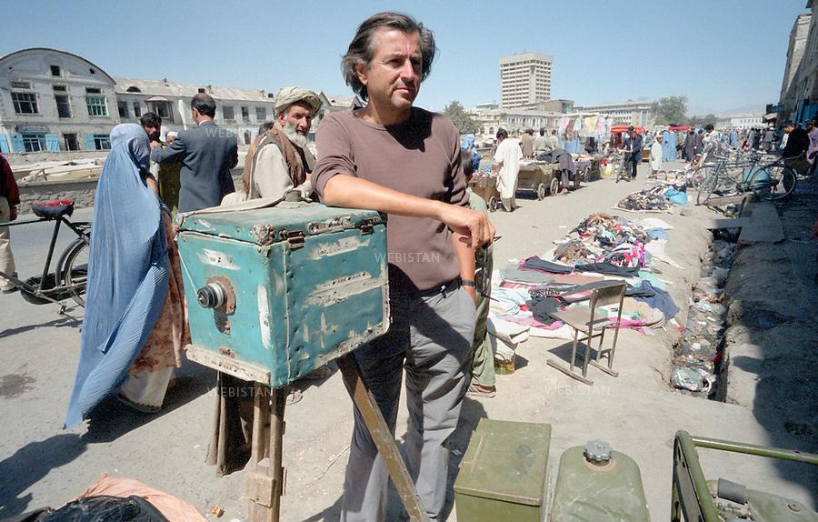 Afghanistan. September 2002. Bernard-Henri L&eacute;vy in Kabul.<br /> <br /> Afghanistan. septembre 2002. Bernard-Henri L&eacute;vy &agrave; Kaboul.