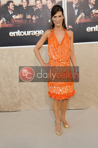 Perrey Reeves<br />at the Los Angeles Premiere of 'Entourage' Season Six. Paramount Theater, Hollywood, CA. 07-09-09<br />Dave Edwards/DailyCeleb.com 818-249-4998