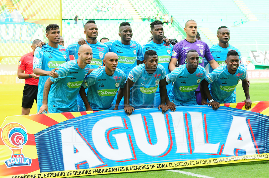 PALMIRA - COLOMBIA, 27-10-2018: Jugadores de Jaguares posan para una foto durante los actos protocolarios previo al partido entre el Deportivo Cali y Jaguares de Córdoba por la fecha 17 de la Liga Águila II 2017 jugado en el estadio Palmaseca de Cali. / Players of Jaguares pose to a photo during the formal events prior the match between Deportivo Cali and Jaguares de Cordoba for the date 17 of the Aguila League II 2017 played at Palmaseca stadium in Cali.  Photo: VizzorImage/ Nelson Rios / Cont