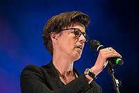 Am Samstag den 13. Oktober 2018 demonstrierten nach Veranstalterangaben ueber 240.000 Menschen in Berlin mit der Demonstration #unteilbar gegen den Rechtsruck in der Gesellschaft und der Politik. Sie forderten &quot;Eine offene und freie Gesellschaft - Solidaritaet statt Ausgrenzung&quot;.<br /> Die Demonstration zog vom Alexanderplatz zur Siegessaeule, wo die Abschlusskundgebung mit Redebeitraegen und Livemusik, u.a. mit Herbert Groenemyer, stattfand.<br /> Im Bild: Die Publizistin und Journalistin Carolin Emcke.<br /> 13.10.2018, Berlin<br /> Copyright: Christian-Ditsch.de<br /> [Inhaltsveraendernde Manipulation des Fotos nur nach ausdruecklicher Genehmigung des Fotografen. Vereinbarungen ueber Abtretung von Persoenlichkeitsrechten/Model Release der abgebildeten Person/Personen liegen nicht vor. NO MODEL RELEASE! Nur fuer Redaktionelle Zwecke. Don't publish without copyright Christian-Ditsch.de, Veroeffentlichung nur mit Fotografennennung, sowie gegen Honorar, MwSt. und Beleg. Konto: I N G - D i B a, IBAN DE58500105175400192269, BIC INGDDEFFXXX, Kontakt: post@christian-ditsch.de<br /> Bei der Bearbeitung der Dateiinformationen darf die Urheberkennzeichnung in den EXIF- und  IPTC-Daten nicht entfernt werden, diese sind in digitalen Medien nach &sect;95c UrhG rechtlich geschuetzt. Der Urhebervermerk wird gemaess &sect;13 UrhG verlangt.]
