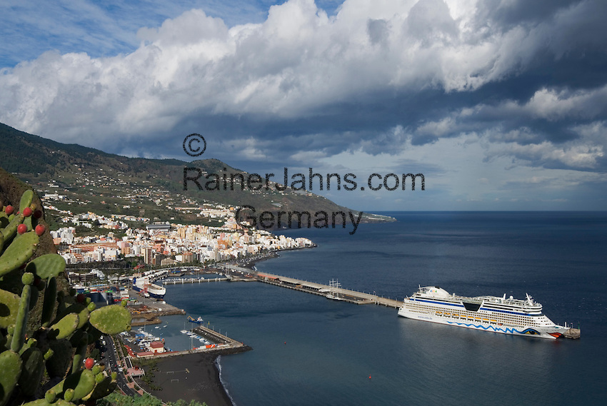 Spain, Canary Islands, La Palma, Santa Cruz de La Palma: capital - cruise ship AIDA at harbour