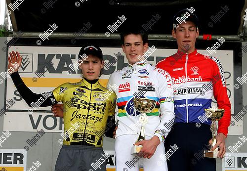 Junioren Vorselaar: Het podium met Joeri Adams (midden) en Nederlands kampioen Ramon Sinkeldam (r)