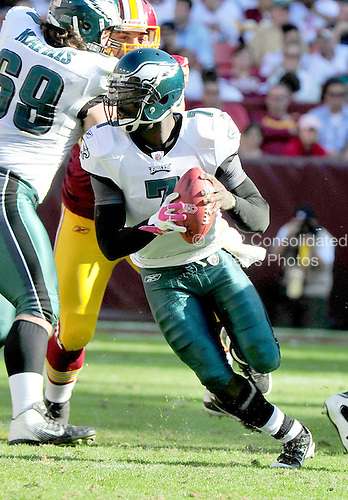 Philadelphia Eagles quarterback Michael Vick (7) scrambles in fourth quarter action against the Washington Redskins at FedEx Field in Landover, Maryland on Sunday, October 16, 2011.  The Eagles won the game 20 - 13..Credit: Ron Sachs / CNP