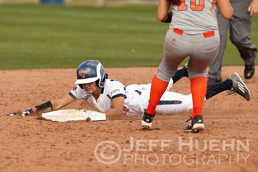 SAN ANTONIO, TX - APRIL 13, 2016: The University of Texas at San Antonio Roadrunners sweep a double header from the Sam Houston State Bearkats 10-3 and 1-0 at Roadrunner Field. (Photo by Jeff Huehn)