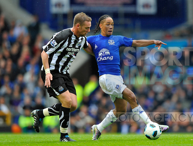 Steven Pienaar of Everton challenged by Kevin Nolan of Newcastle United