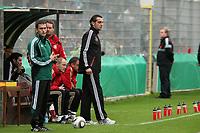Trainer Ralf Minge (D)