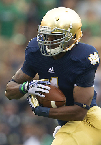 August 31, 2013:  Notre Dame running back George Atkinson III (4) runs the ball during NCAA Football game action between the Notre Dame Fighting Irish and the Temple Owls at Notre Dame Stadium in South Bend, Indiana.  Notre Dame defeated Temple 28-6.