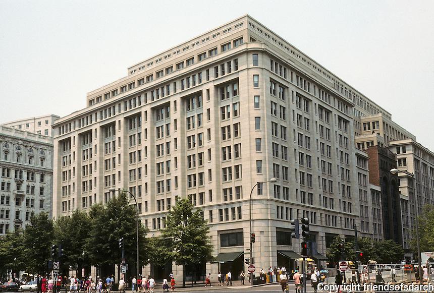 Washington D.C.  : High rise office bldg.--1001 Pennsylvania Avenue. Arch. Hartman-Cox. Note cornice line--like Haussmann's Paris, Burnham's Chicago. Enormous 795,000 sq. ft.  Photo '91.