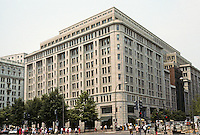 Washington D.C.  : High rise office bldg.--1001 Pennsylvania Avenue. Arch. Hartman-Cox. Note cornice line--like Haussmann's Paris, Burnham's Chicago. Enormous 795,000 sq. ft.  Photo '91.