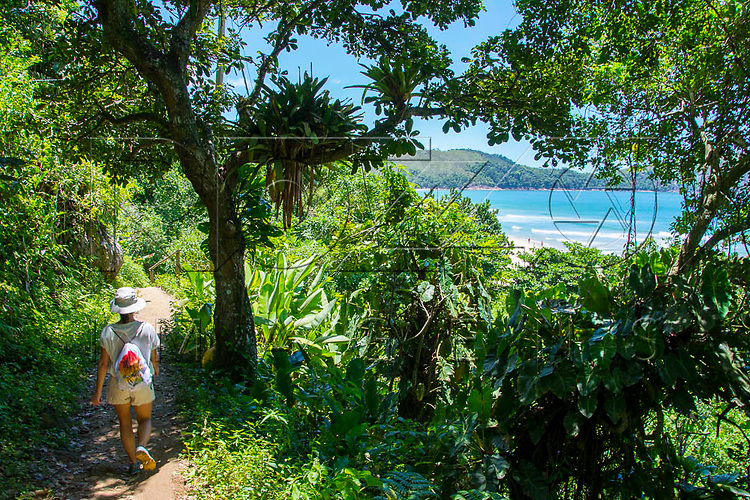 Trilha chegando na Praia do Sono, Paraty - RJ, 01/2016.