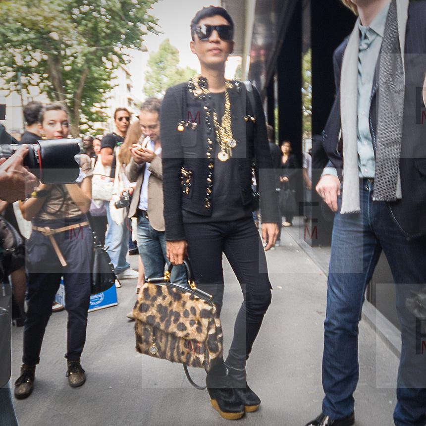 Adrian Boy, famoso fashion blogger, alla sfilata di Dolce e Gabbana<br /> <br /> Adrian Boy, the famous fashion blogger, at the Dolce e Gabbana fashion show.