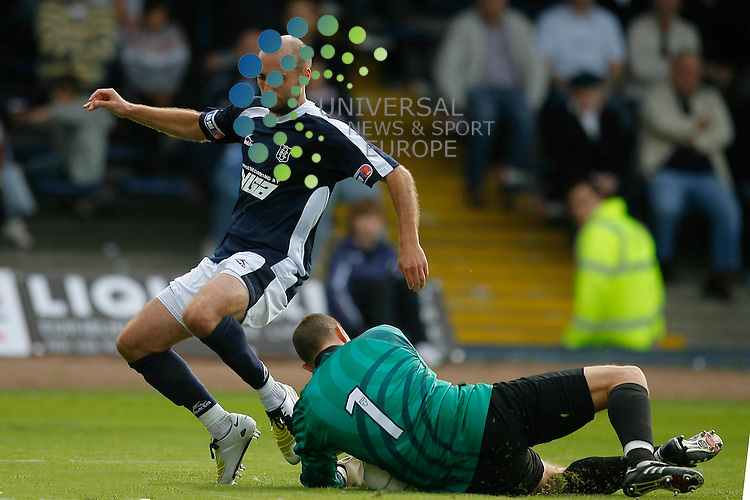 Dundee FC v Inverness FC Season 2009/10 ..22/08/09.. Dundee's Paul McHale cant get the ball past Inverness keeper Ryan Esson, during  this weekends First Division Season 2009/10 match between Dundee  and Inverness. .At Dundee's Dens Park  Stadium,  Dundee tonday...Picture by Mark Davison/ Universal News & Sport