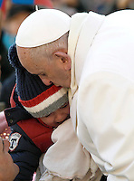 Papa Francesco saluta un bambino al suo arrivo all'udienza generale del mercoledi' in Piazza San Pietro, Citta' del Vaticano, 30 dicembre 2015.<br /> Pope Francis greets a baby as he arrives for his weekly general audience in St. Peter's Square at the Vatican, 30 December 2015.<br /> UPDATE IMAGES PRESS/Isabella Bonotto<br /> <br /> STRICTLY ONLY FOR EDITORIAL USE