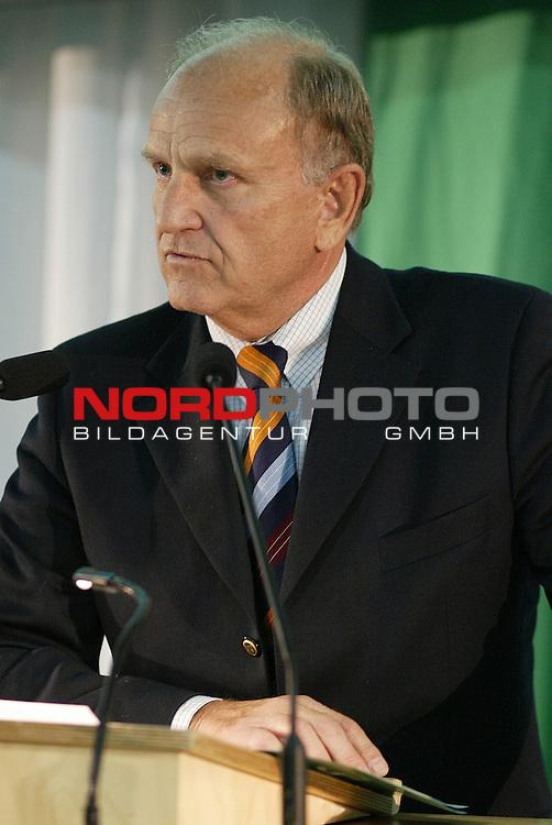 Mitgliederversammlung SV Werder Bremen<br /> Vorstandsvorsitzender Juergen L. Born.<br /> Foto &copy; nordphoto <br /> <br />  *** Local Caption *** Foto ist honorarpflichtig! zzgl. gesetzl. MwSt.<br />  Belegexemplar erforderlich<br /> Adresse: nordphoto<br /> Georg-Reinke-Strasse 1<br /> 49377 Vechta
