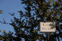 Isola di Pianosa. Pianosa Island. .Le targhe stradali dedicate ai morti ammazzati dalla mafia..The street signs dedicated to the dead killed by the Mafia..Giardini Rita Atria..