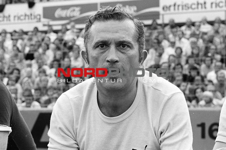 Aus 1. BL Saison 1975/76. Eintracht Braunschweig gegen Werder Bremen 3:2 am 30.08.1975. Werder Trainer Herbert Burdenski.                                                                                                    Foto:  nph / Rust