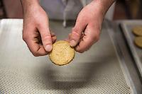 Panificio e Biscottificio STAG Bakery I famosi biscotti appena sfornati, un fornaio mostra un biscotto Scottish bakery and biscuits Cakes in foreground,