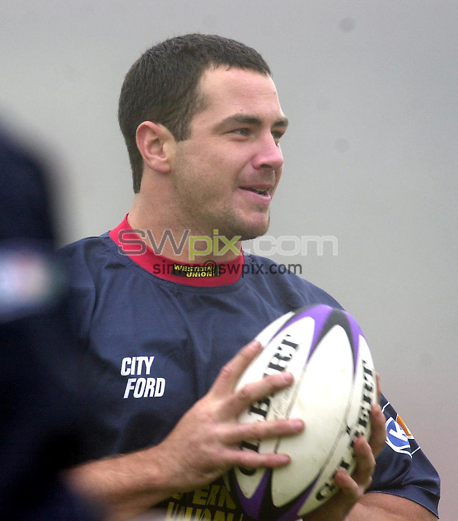 Pix:Ben Duffy/SWpix.com. Rugby League. Sydney City Roosters Training, Salford Reds, Willows. 12/02/03..COPYRIGHT PICTURE>>SIMON WILKINSON>>01943 436649>>..Sydney Roosters Adrian Morley trains in the fog today at the Willows, ahead of the World Club Challenge game against St.Helens.