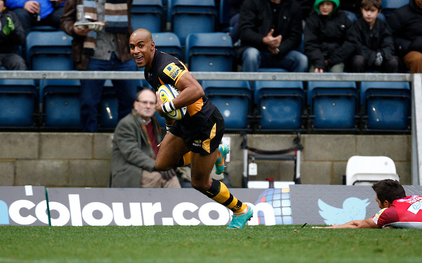 Photo: Richard Lane/Richard Lane Photography. London Wasps v London Welsh. 28/10/2012. Wasps' Tom Varndell breaks for a try.