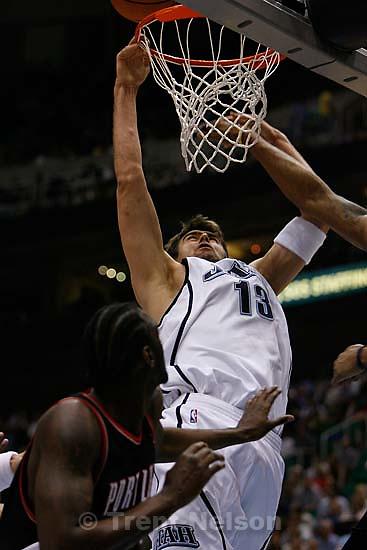 Utah Jazz vs. Portland Trailblazers. Mehmet Okur.<br />