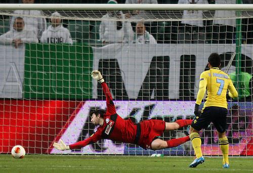 28.11.2013, Warsaw, Poland. UEFA Europa League Legia Warsaw versus Lazio (Rome).  Felipe Anderson (Lazio) scores past Dusan Kuciak (Legia)