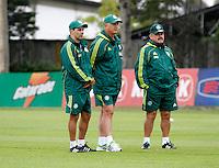 O ex jogador Eukller,(e) o tecnico Luiz Feipe Scolare (c) e Murtosa durante treino do Palmeiras no CT da Barra Funda,na zona oeste de Sao Paulo, na manha desta terça-feira 10.FOTO ALE VIANNA - NEWS FREE.