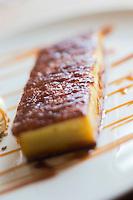 Europe/France/Bretagne/56/Morbihan/Carnac: Restaurant: Côté Cuisine -  Far poêlé avec son caramel e sa glace à la confiture de lai