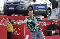 BOGOTA – COLOMBIA – 18-07-2014: Bernard Tomic de Australia, la bola a Vasek Pospisil, de Canada durante partido de cuartos de final del Open Claro Colombia de tenis ATP 250, que se realiza en las canchas del Centro de Alto Rendimiento en Altura en ciudad de Bogota.  / Bernard Tomic of Australia, returns the ball to Vasek Pospisil, of Canada, during a match for the quarter of finals of the Open Claro Colombia de tenis ATP 250, at Centro de Alto Rendimiento en Altura in Bogota City. Photo: VizzorImage / Luis Ramirez / Staff.