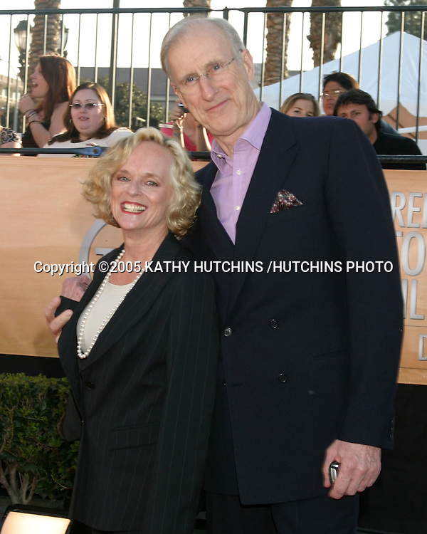 ©2005 KATHY HUTCHINS /HUTCHINS PHOTO.11TH SCREEN ACTOR'S GUILD AWARDS.SHRINE AUDITORIUM.LOS ANGELES, CA.FEBRUARY 5, 2005..JAMERS CROMWELL.WIFE.