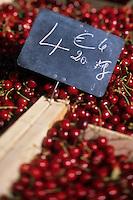Europe/France/Languedoc-Roussillon/30/Gard/Uzès : Cerises de Remoulins sur le marché de la place aux Herbes