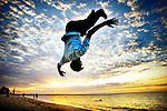 Tous les soirs pendant les vacances ou après l'école, on se retrouve sur la plage, et on saute. Mtwara, Tanzanie. Août 2008.