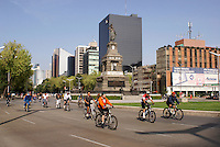 Bicyclists on Paseo de la Reforma, Mexico City