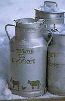 """Europe/France/73/Savoie/Val d Isere """"La Ferme de l 'Adroit """" fromagerie et restaurant à la ferme """"l'Etable d Alain"""" detail des bidons de lait de la laiterie"""